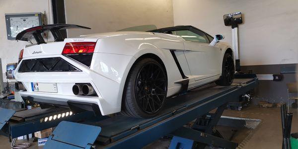 Achsvermessung am Lamborghini